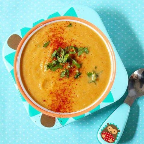 Sopa cremosa de lenteja turca y calabaza