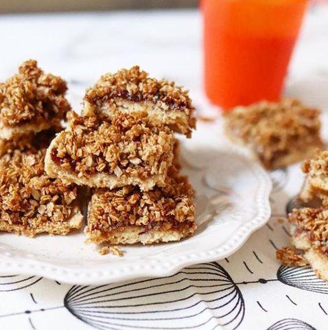 Cuadrados de granola y mermeladas