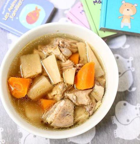 Sopa de cordero con zanahoria y nabo estilo oriental