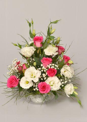 Arreglo floral con rosas y lisianthus