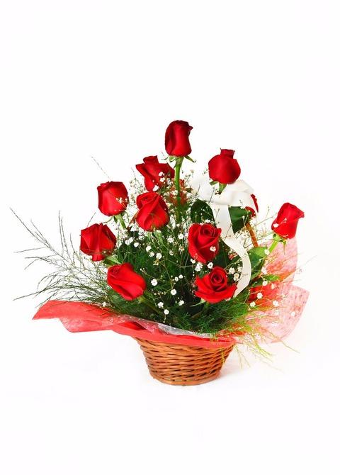 Canasta de 12 rosas