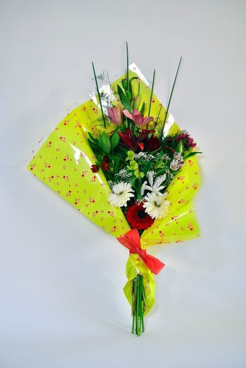 Simpatia: ramo con Liliums, Gerberas y Alstroemeria